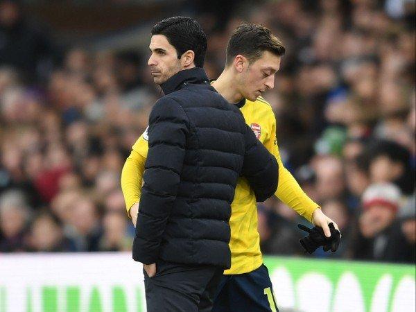 Tin bóng đá Arsenal 24/10: Người đại diện Ozil yêu cầu Arteta giải thích