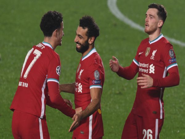 Bóng đá Anh sáng 4/11: Salah cân bằng kỉ lục của Steven Gerrard