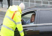Bóng đá QT 19/6: Bảo vệ sân Wembley chặn xe của Sir Alex